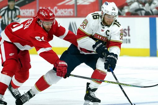 Surging Panthers hold off reeling Red Wings 3-2